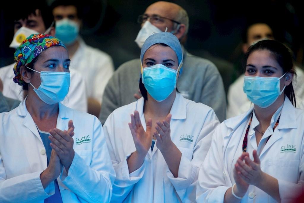 La imagen tiene un atributo ALT vacío; su nombre de archivo es enfermeros1.jpg